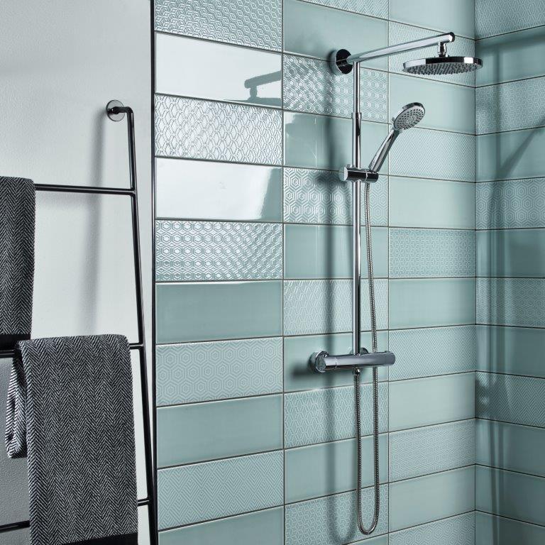 marine shower lifestyle v01